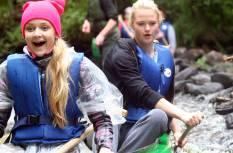 Brauciens ar kanoe pa Ehnes upi vēsturiskajā Mulgimā, Igaunijā